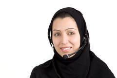 Mulher nova bonita árabe com auscultadores fotos de stock royalty free