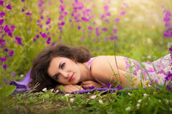 Mulher nova bonita ao ar livre Imagens de Stock