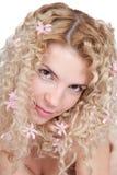 Mulher nova bonita com as flores no cabelo Foto de Stock Royalty Free