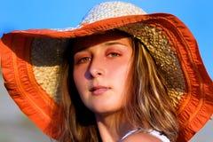 mulher nova bonita com chapéu Imagens de Stock Royalty Free