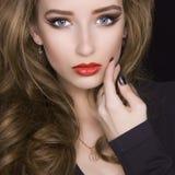 Mulher nova bonita com composição Fotos de Stock Royalty Free