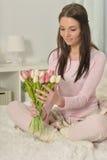 Mulher nova bonita com tulips Fotos de Stock Royalty Free