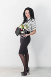 Mulher nova bonita com um ramalhete das flores Foto de Stock Royalty Free