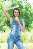 Mulher nova bonita de sorriso Foto de Stock