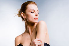 Mulher nova bonita do retrato com bordos grandes Fotografia de Stock