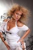 Mulher nova bonita em um fundo preto fotografia de stock royalty free