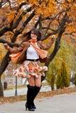 Mulher nova bonita feliz que gira ao redor Imagem de Stock Royalty Free