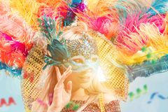Mulher nova bonita na máscara do carnaval imagem de stock royalty free
