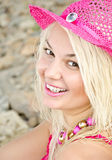 Mulher nova bonita na praia fotografia de stock royalty free