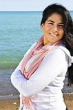 Mulher nova bonita na praia Imagens de Stock Royalty Free