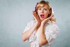 mulher nova bonita no estilo do pino-acima Fotos de Stock Royalty Free