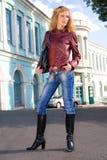 Mulher nova bonita no revestimento imagens de stock royalty free