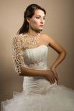 Mulher nova bonita que levanta em um vestido de casamento Imagens de Stock Royalty Free