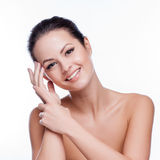 Mulher nova bonita que toca em sua face Pele saudável fresca fotos de stock royalty free