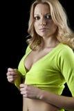 Mulher nova bonita que unbuttoning sua parte superior Imagem de Stock