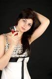 Mulher nova bonito com vidro do vermelho imagens de stock royalty free