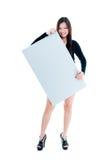 Mulher nova bonito que prende a placa em branco imagens de stock royalty free