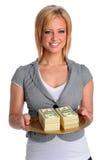 Mulher nova com bandeja do dinheiro Imagens de Stock