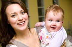 Mulher nova com bebé Fotos de Stock Royalty Free
