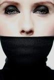 Mulher nova com boca coberta Fotografia de Stock Royalty Free