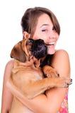 Mulher nova com bullmastiff fotografia de stock