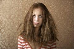 Mulher nova com cabelo desarrumado Fotografia de Stock Royalty Free