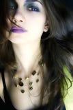 Mulher nova com cabelo do vôo imagens de stock