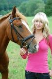 Mulher nova com cavalo Foto de Stock