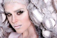 Mulher nova com composição e penteado da forma elevada imagem de stock