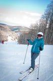 Mulher nova com esqui Imagens de Stock Royalty Free