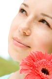 Mulher nova com flor imagens de stock