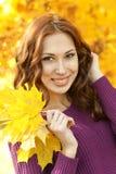 Mulher nova com folhas Imagem de Stock