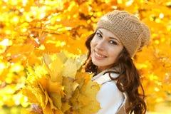 Mulher nova com folhas Fotos de Stock Royalty Free