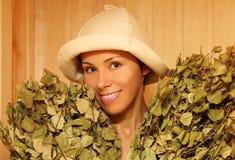 Mulher nova com grupos dos galhos verdes do vidoeiro Fotografia de Stock Royalty Free