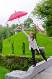 Mulher nova com guarda-chuva imagens de stock