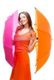 Mulher nova com guarda-chuvas da cor fotografia de stock