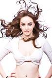 Mulher nova com o cabelo curly longo fundido pelo vento Fotos de Stock Royalty Free