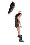 Mulher nova com o guarda-chuva fundido pelo vento. Foto de Stock
