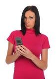 Mulher nova com o telefone de pilha que texting Imagem de Stock Royalty Free