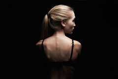 Mulher nova com parte traseira despida menina do corpo de esporte imagem de stock