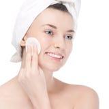 Mulher nova com pele perfeita da saúde da face Fotografia de Stock