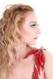 Mulher nova com pimentas de pimentão vermelho fotografia de stock