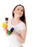 Mulher nova com pinturas e pincel. imagem de stock