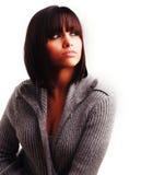Mulher nova com projeto à moda do cabelo Fotografia de Stock Royalty Free