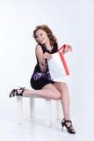 Mulher nova com saco de papel Fotos de Stock Royalty Free