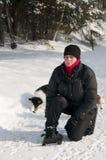 Mulher nova com snowshoes Imagens de Stock