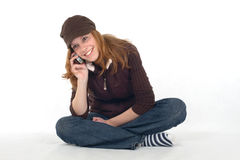 Mulher nova com telefone de pilha Fotos de Stock Royalty Free
