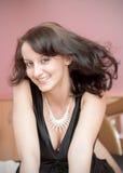 Mulher nova com uma jóia Imagem de Stock Royalty Free