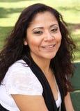 Mulher nova consideravelmente de sorriso Fotografia de Stock Royalty Free