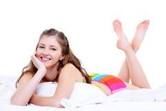 Mulher nova da alegria atrativa após wake-up Imagens de Stock Royalty Free